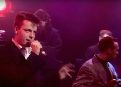 Madness Graham McPherson Suggs Mark Bedders Bedford The Whistle Test BBC 1985 TV Old Grey Buring the Boats Time